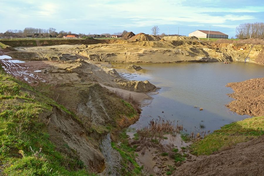 На Кубани бизнесмен захватил участок площадью 9 га для добычи гравия и песка