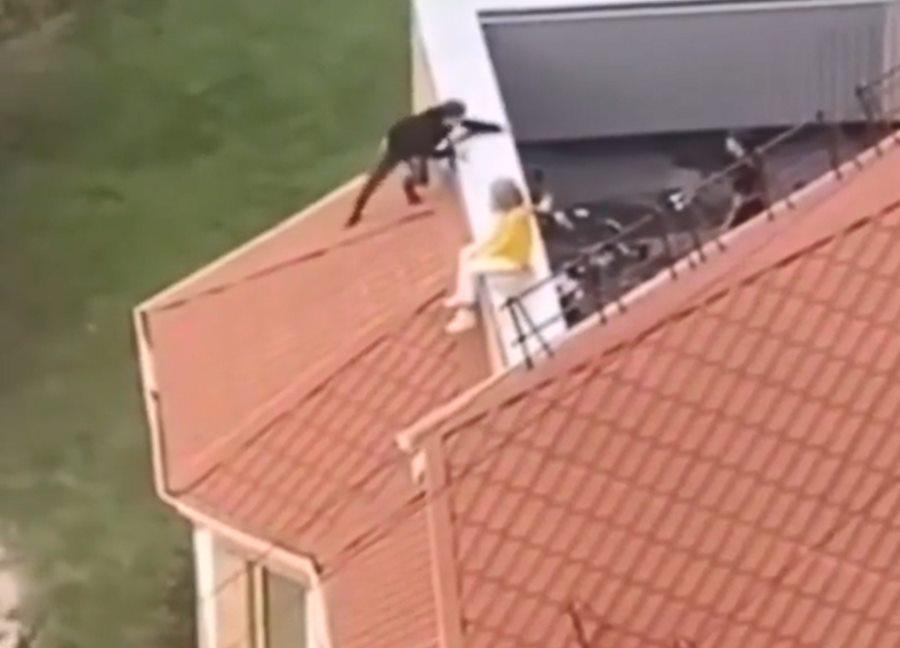В Анапе пьяных подростков сняли с крыши многоэтажного дома