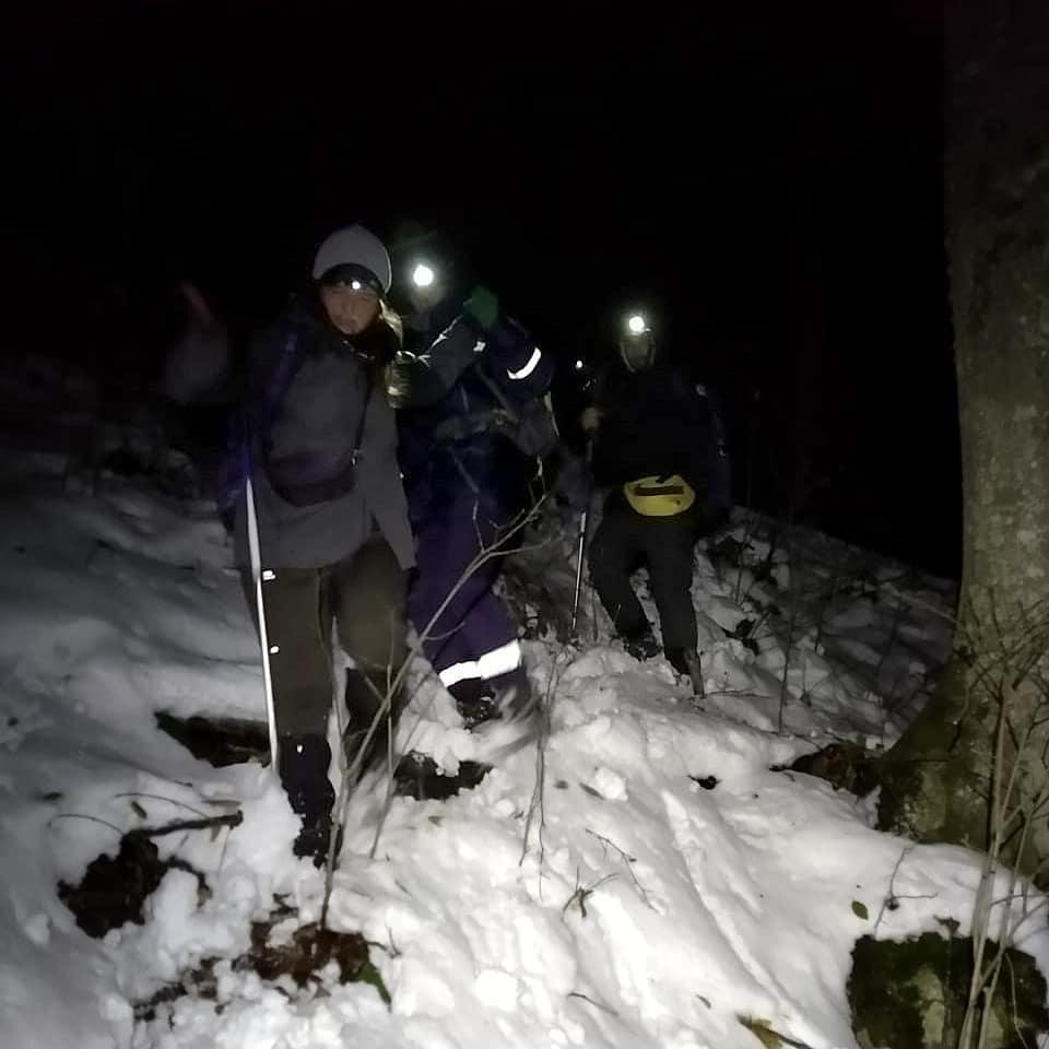 На Кубани спасатели вывели из ночного леса замерзших парня и девушку