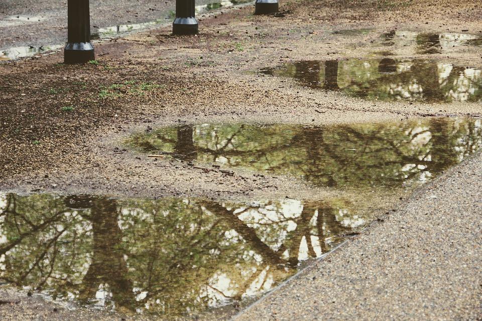 В Краснодаре в Восточно-Кругликовском несколько дней били канализационные родники