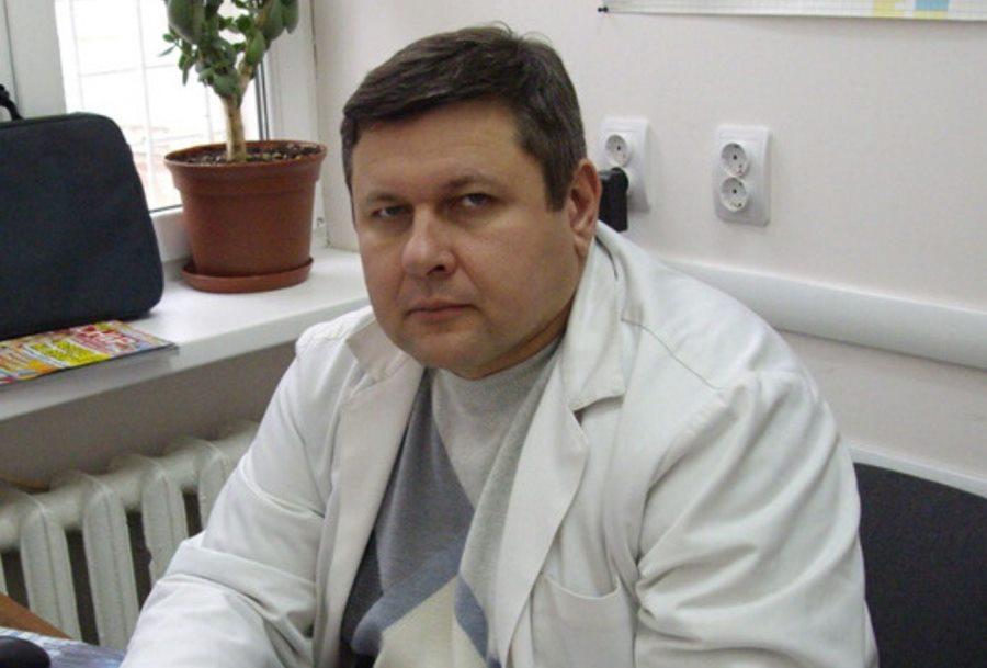 В Армавире установили памятную доску погибшему от COVID-19 врачу