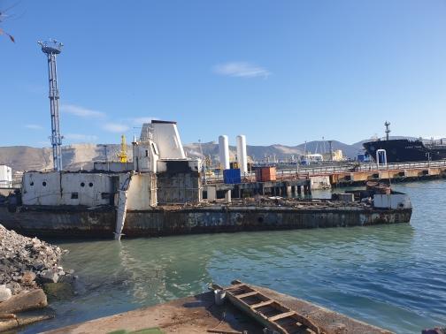 В бухте Новороссийска обнаружен старый корабль