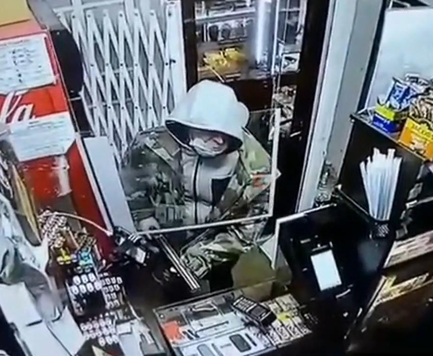 В Краснодаре продавец Dim Coffee дала отпор вооруженному мужчине