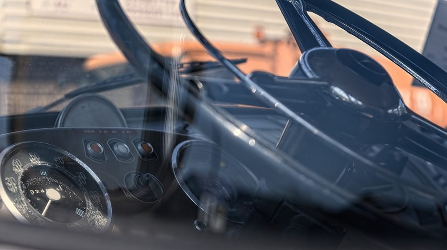 На Кубани легковушка влетела в фуру, один человек погиб и двое пострадали