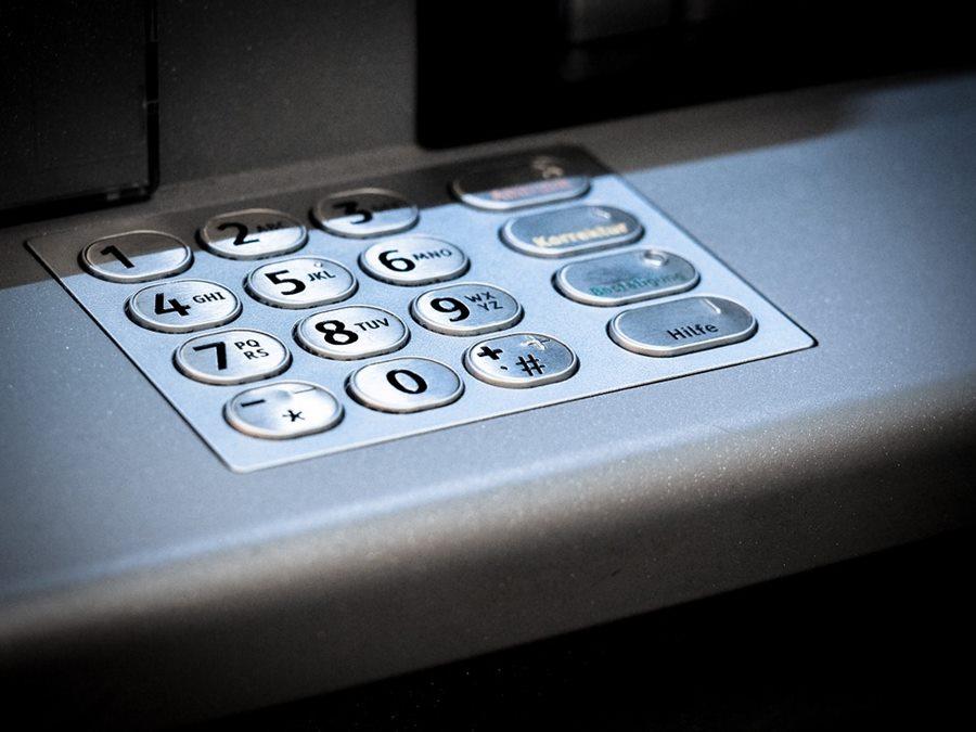 В люксовом отеле Сочи турист поджег банкомат