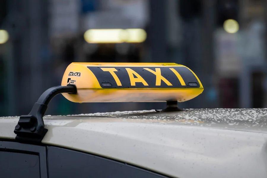 В Краснодаре таксист спас жизнь избитому парню
