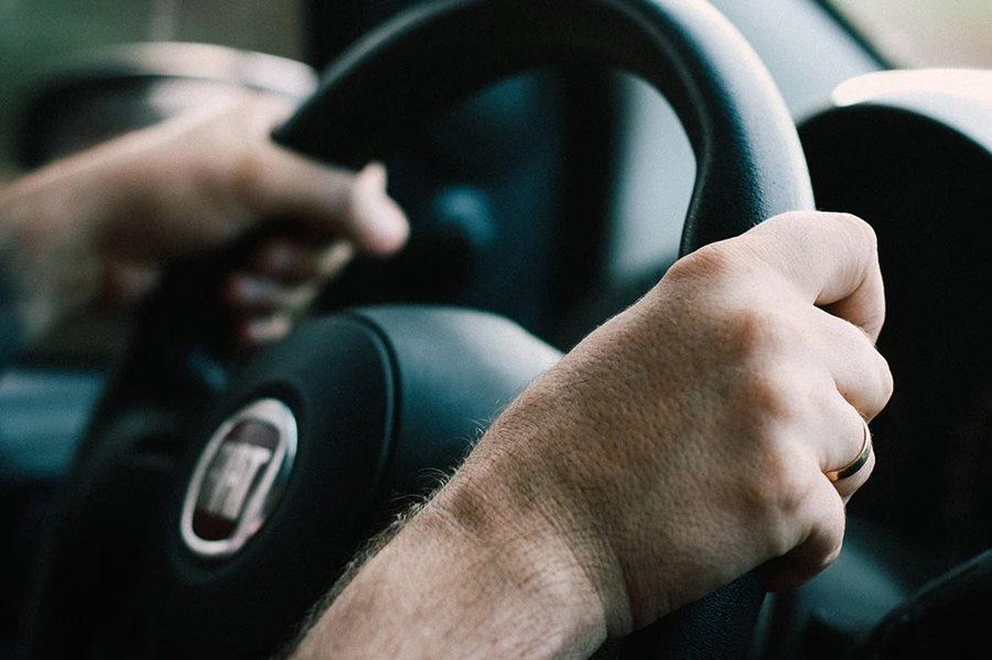 В Краснодаре ищут таксиста, который спас жизнь мужчины