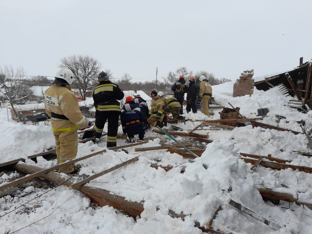 На Кубани под весом снега рухнула часть крыши многоквартирного дома