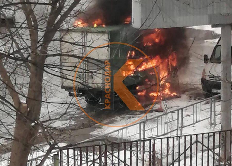 В Краснодаре возле КубГТУ сгорела ГАЗель
