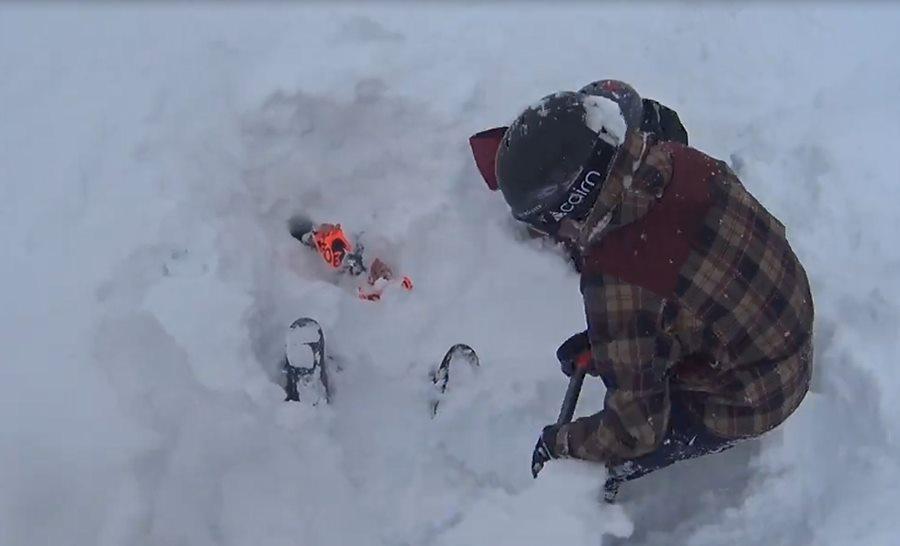 В горах Сочи мальчик помог спасти заваленного снегом сноубордиста