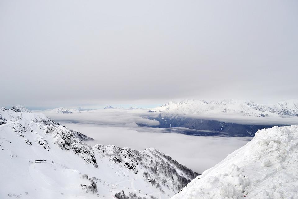 Четыре лавины сошли на горнолыжных курортах Сочи за сутки