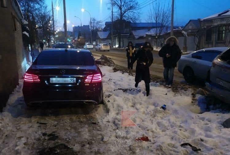В центре Краснодара водитель Mercedes насмерть сбил пешехода и скрылся