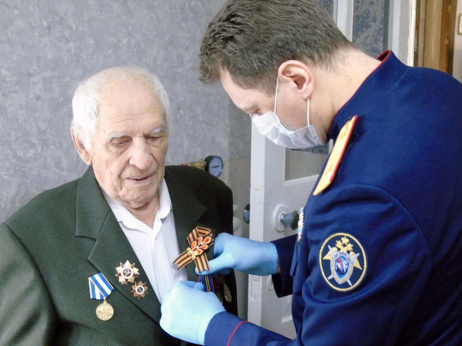 На Кубани 100-летнему ветерану ВОВ вручили памятную медаль в честь 75-летия Великой Победы