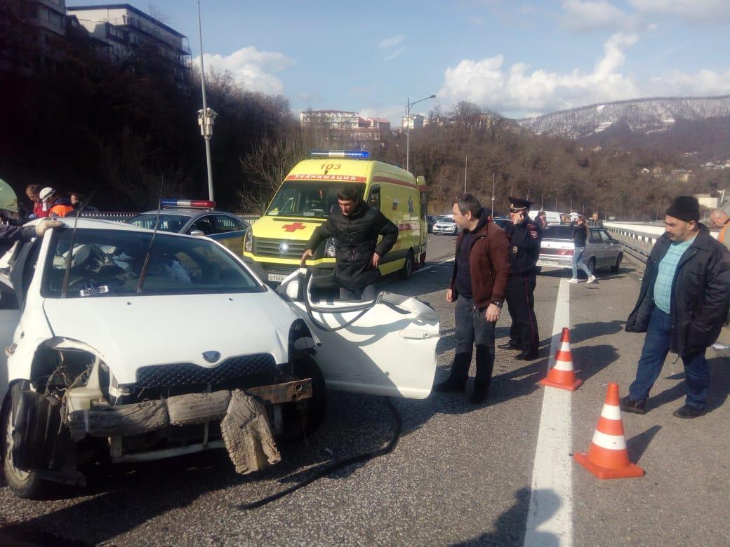 В Сочи в жестком ДТП с тремя автомобилями погиб младенец и мужчина