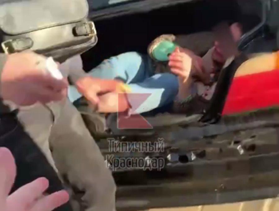 В Краснодаре мужчина избил и пытался похитить девушку