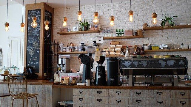 На Кубани в ТЦ разрешат работать кафе, а заполняемость кинотеатров увеличат до 50%