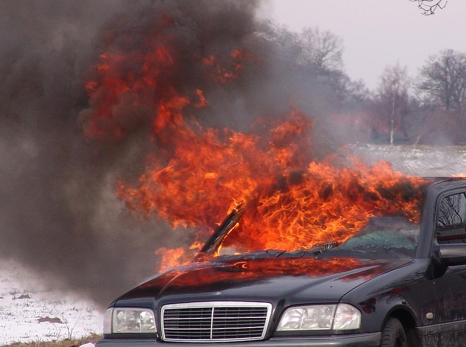 Под Джубгой на автотрассе взорвался автомобиль с людьми в салоне