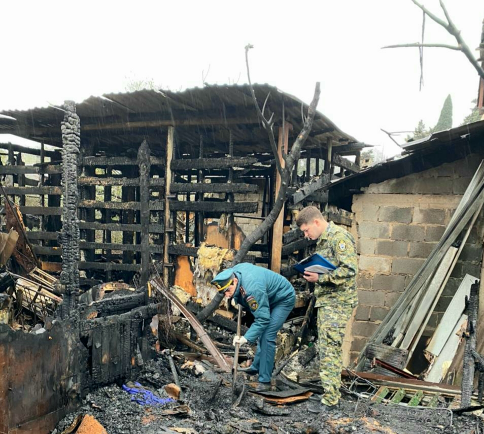 В Сочи устанавливают личность погибшего при пожаре в бараке