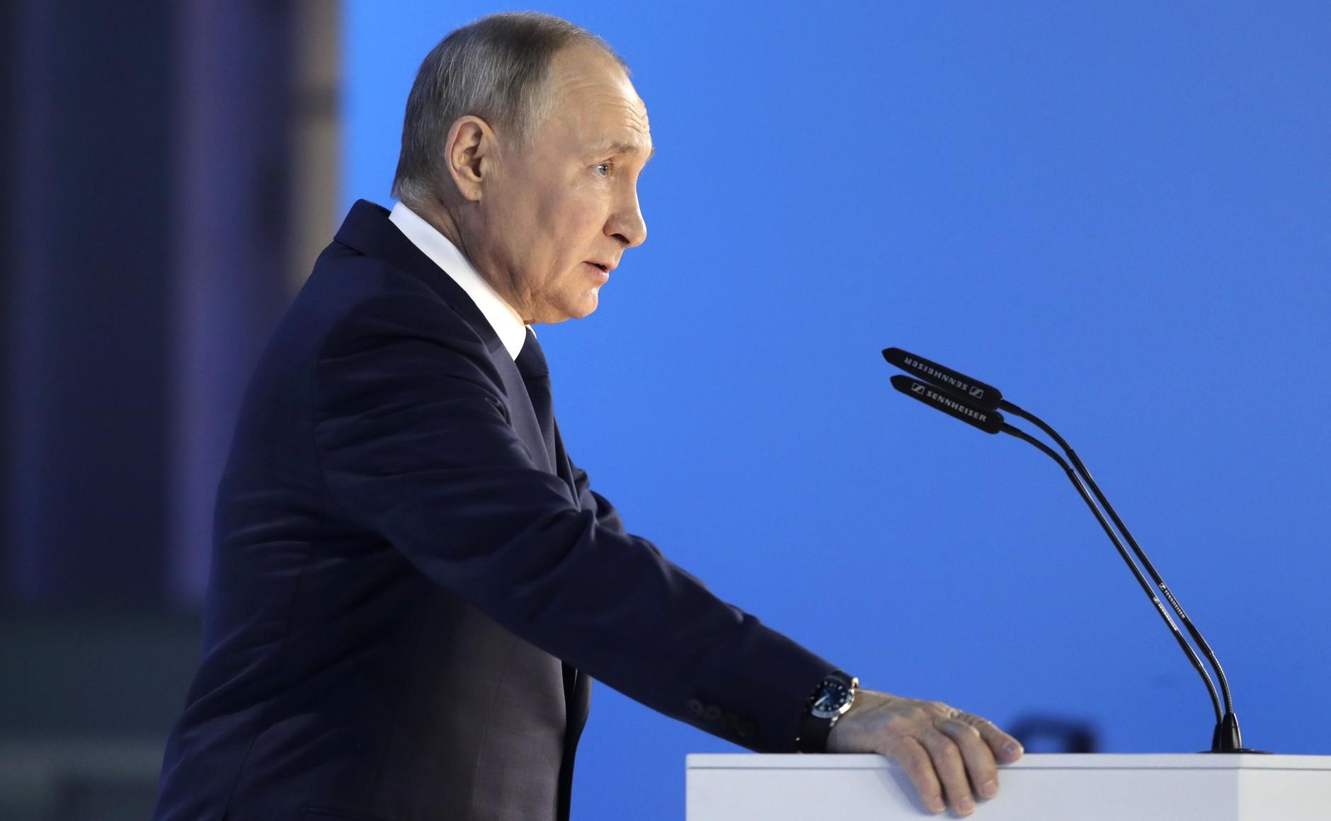 Путин поручил выплатить по 10 тысяч рублей на каждого школьника