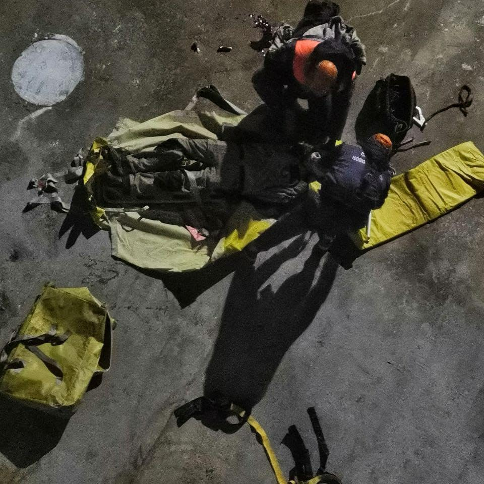 В Новороссийске на корабле рабочий упал с 8-метровой высоты и выжил