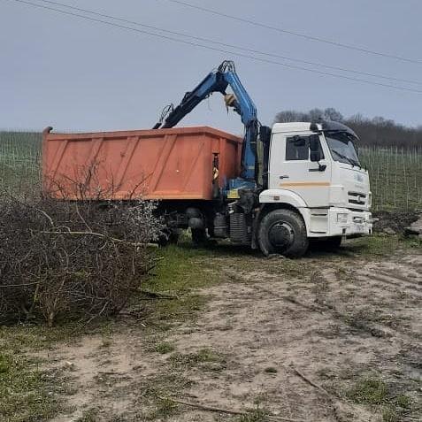 Под Новороссийском от удара током погиб рабочий во время уборки мусорной свалки