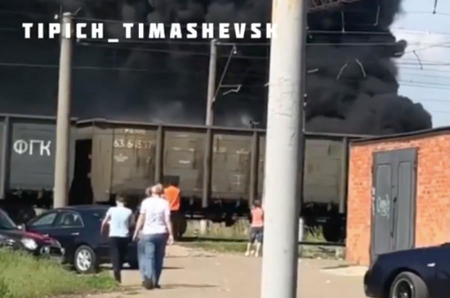 В Тимашевске возле ж/д переезда горела яма с битумом