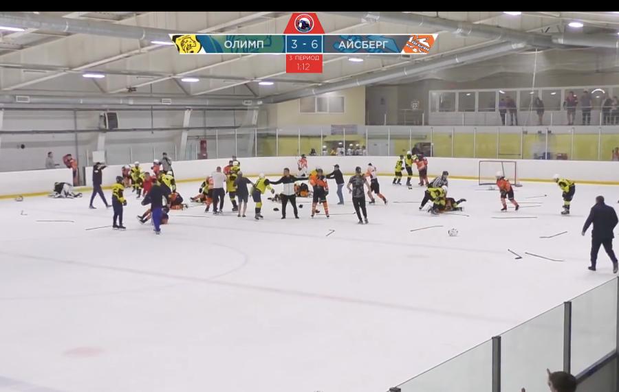 Массовая драка произошла между хоккеистами из Горячего Ключа и Самары