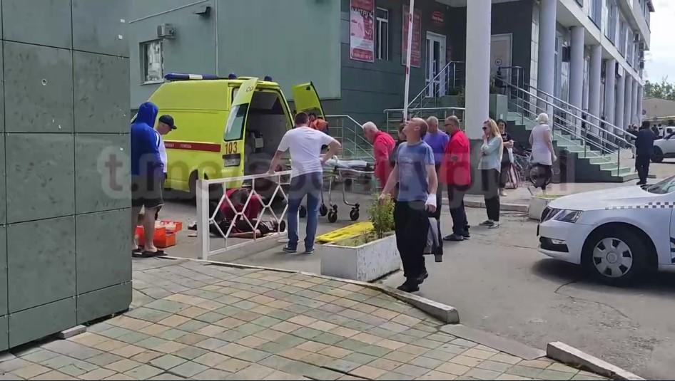 В Сочи мужчина упал с 6 этажа ЖК и выжил