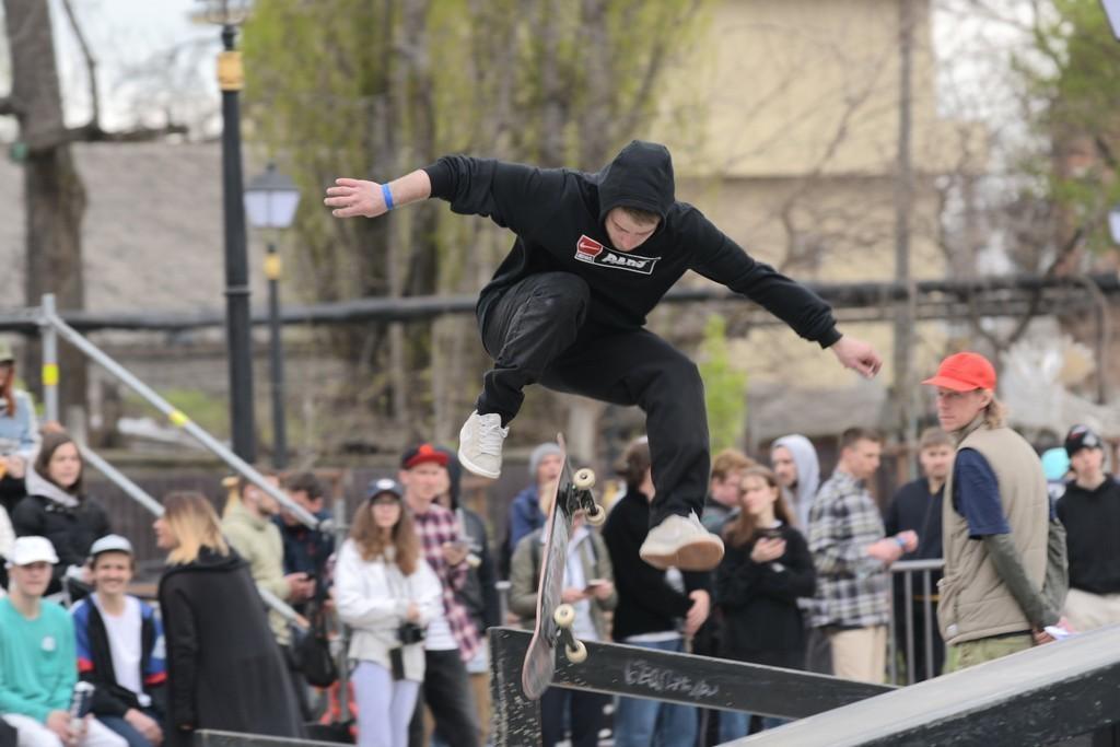 В Краснодаре ул. Красноармейскую перекрыли для скейтбордистов