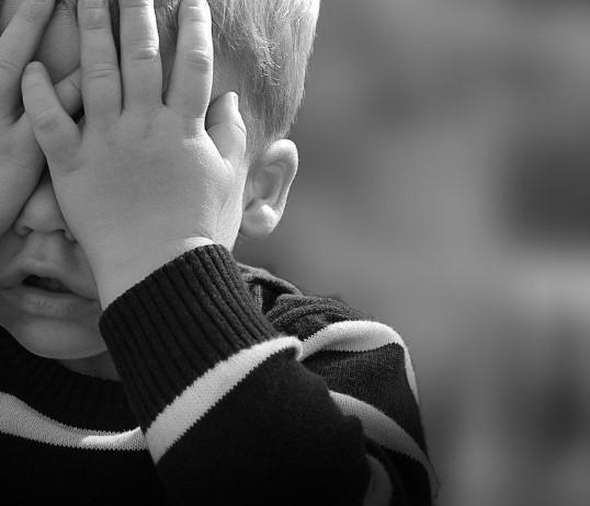 На Кубани трехлетний мальчик выстрелил себе в голову из пистолета