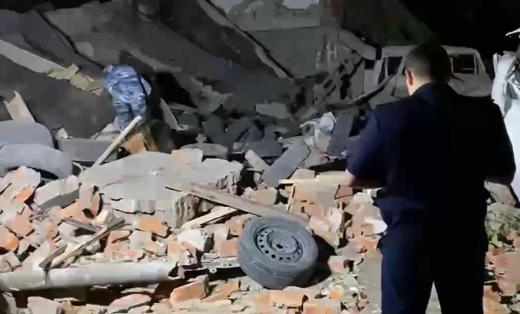 В Краснодаре от взрыва обрушился гараж, погиб мужчина, двое госпитализированы