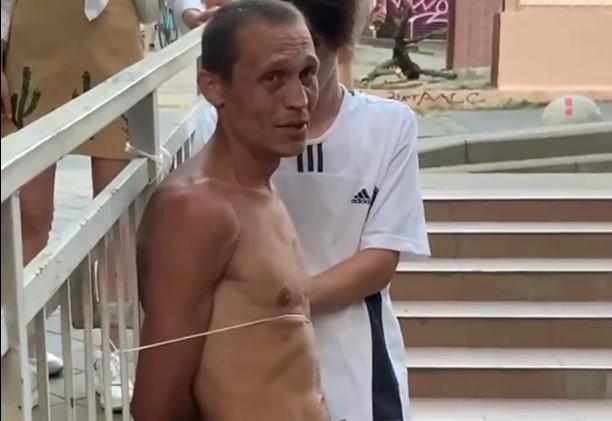 В Краснодаре бездомный избил мужчину, который заступился за девушек