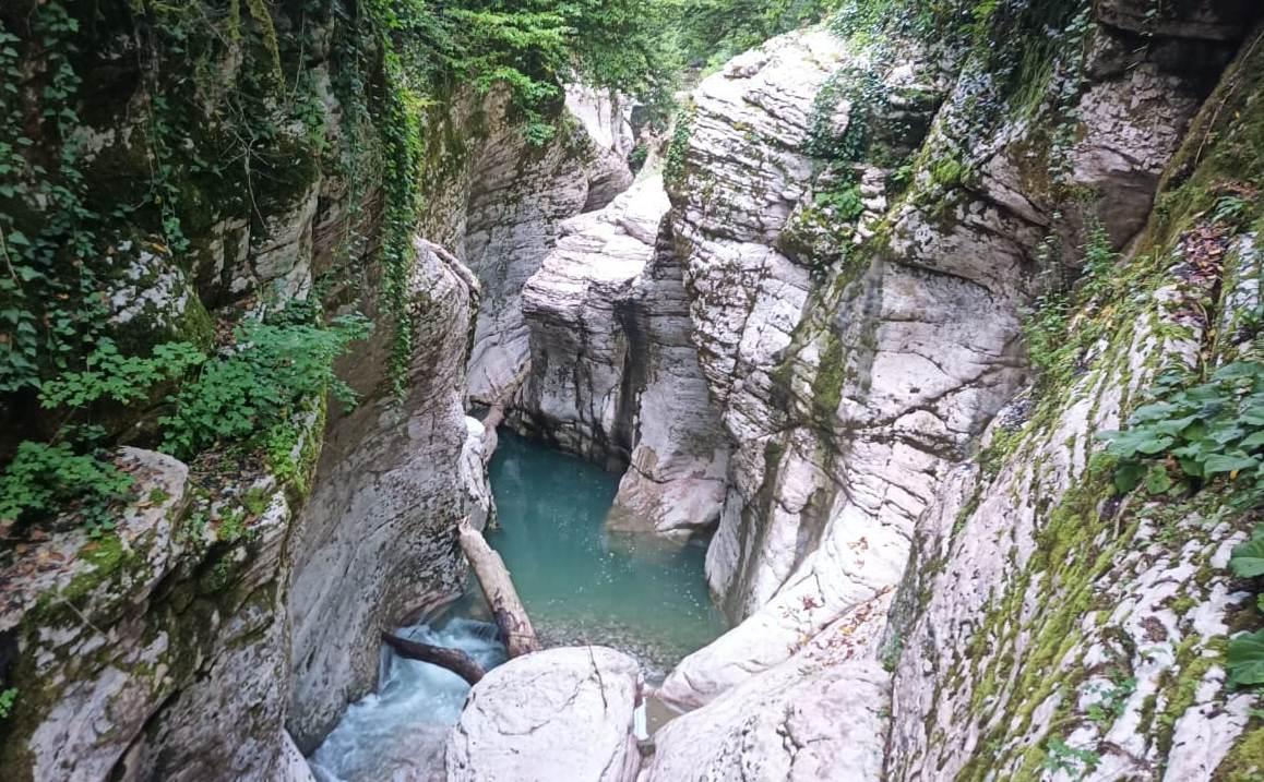 В Сочи погиб мужчина, упавший в каньон на маршруте