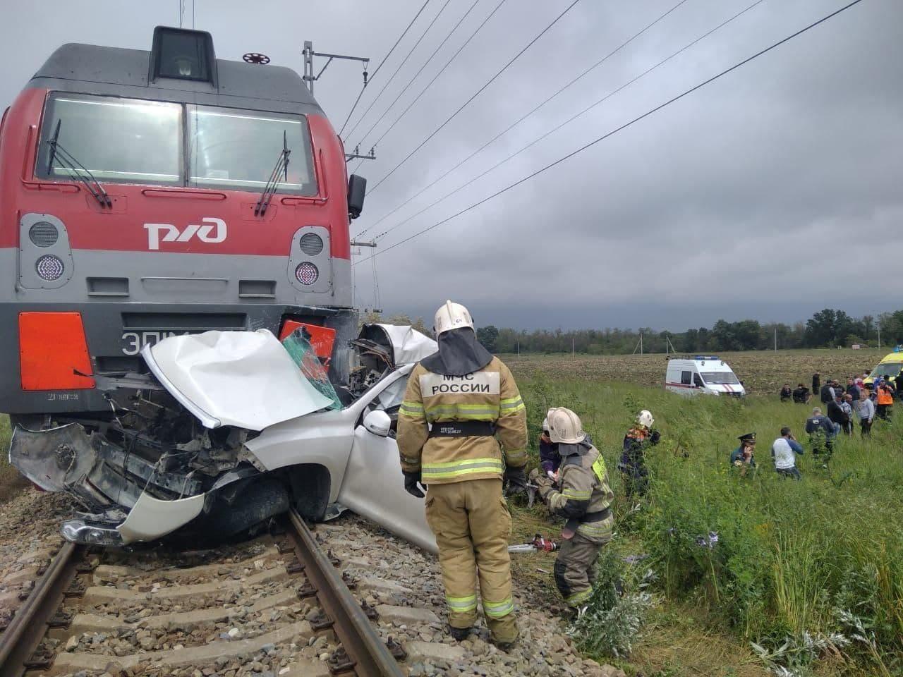 По факту столкновения джипа с поездом в Анапе возбуждено уголовное дело