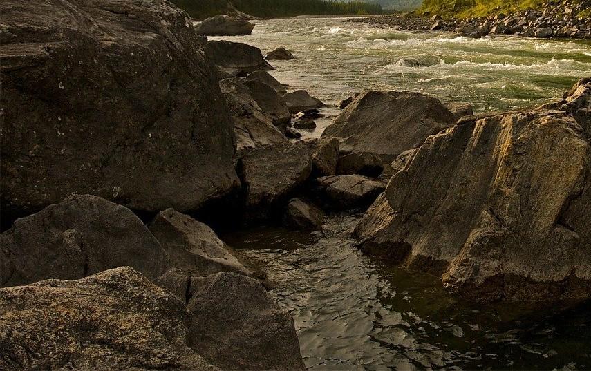 На Кубани второй день ищут мальчика, унесенного течением реки