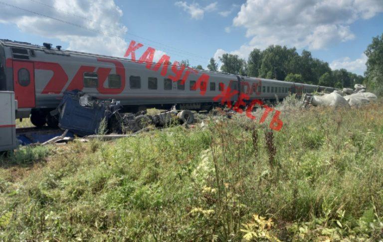 Поезд Адлер-Москва сошел с рельс в Калужской области
