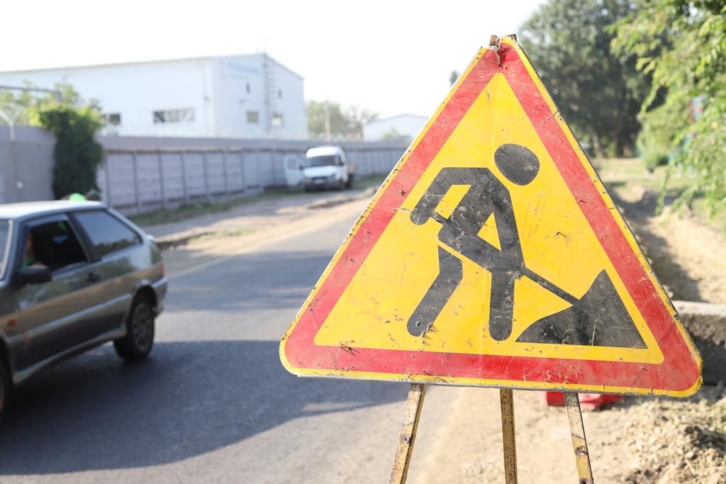 В центре Краснодара перекрыт проезд из-за ремонта канализации