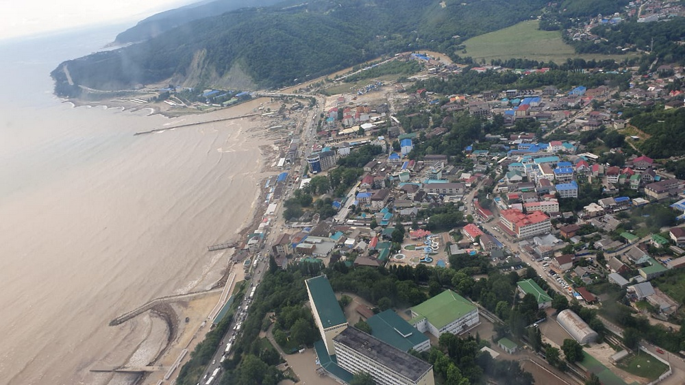 На Кубани 7 июля остаются подтопленными 15 домов и 52 придомовые территории