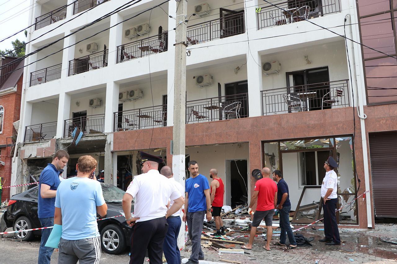 В Геленджике после взрыва продолжают устанавливать место утечки газа