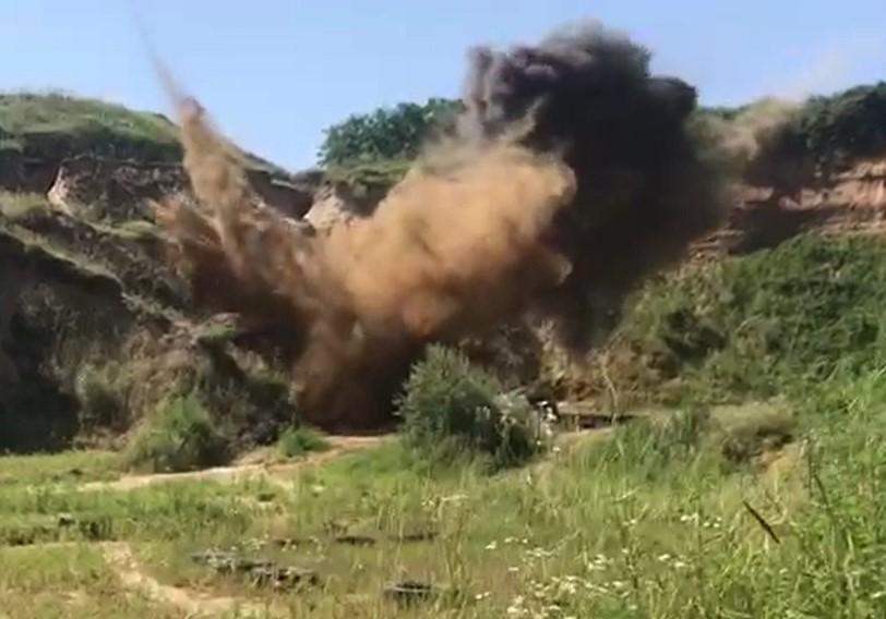 Видео: росгвардейцы уничтожили боеприпас, найденный у пляжа Анапы