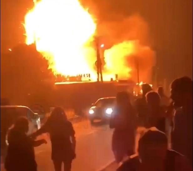 В Анапе загорелась столовая рядом с гостиницей, 33 человека эвакуированы