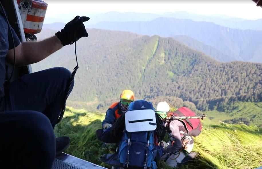 В Сочи привлекли вертолет к поиску подростков, заблудившихся в лесу