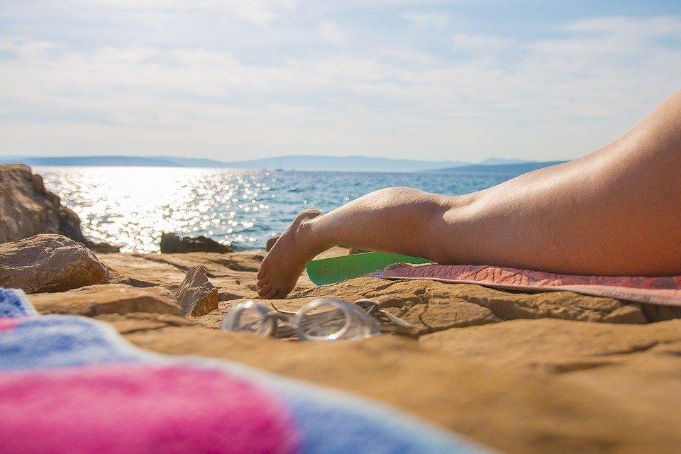 Врачи предупредили туристов о смертельной опасности «солнечных татуировок»