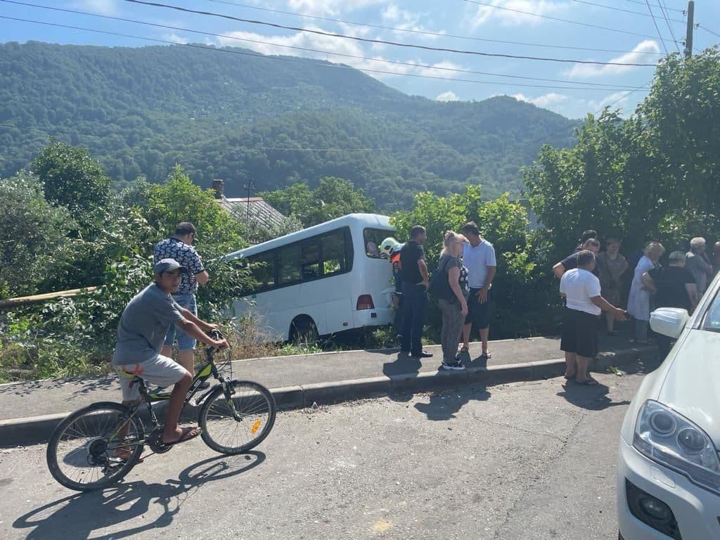 В Сочи 12 человек пострадали в ДТП с  рейсовым автобусом