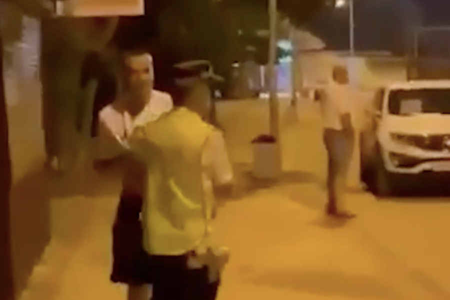 В Ейске полицейского бросили через бедро за просьбу уйти с дороги