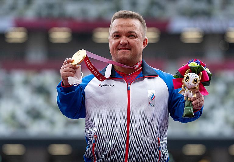 Российский спортсмен Денис Гнездилов установил два мировых рекорда на Паралимпиаде