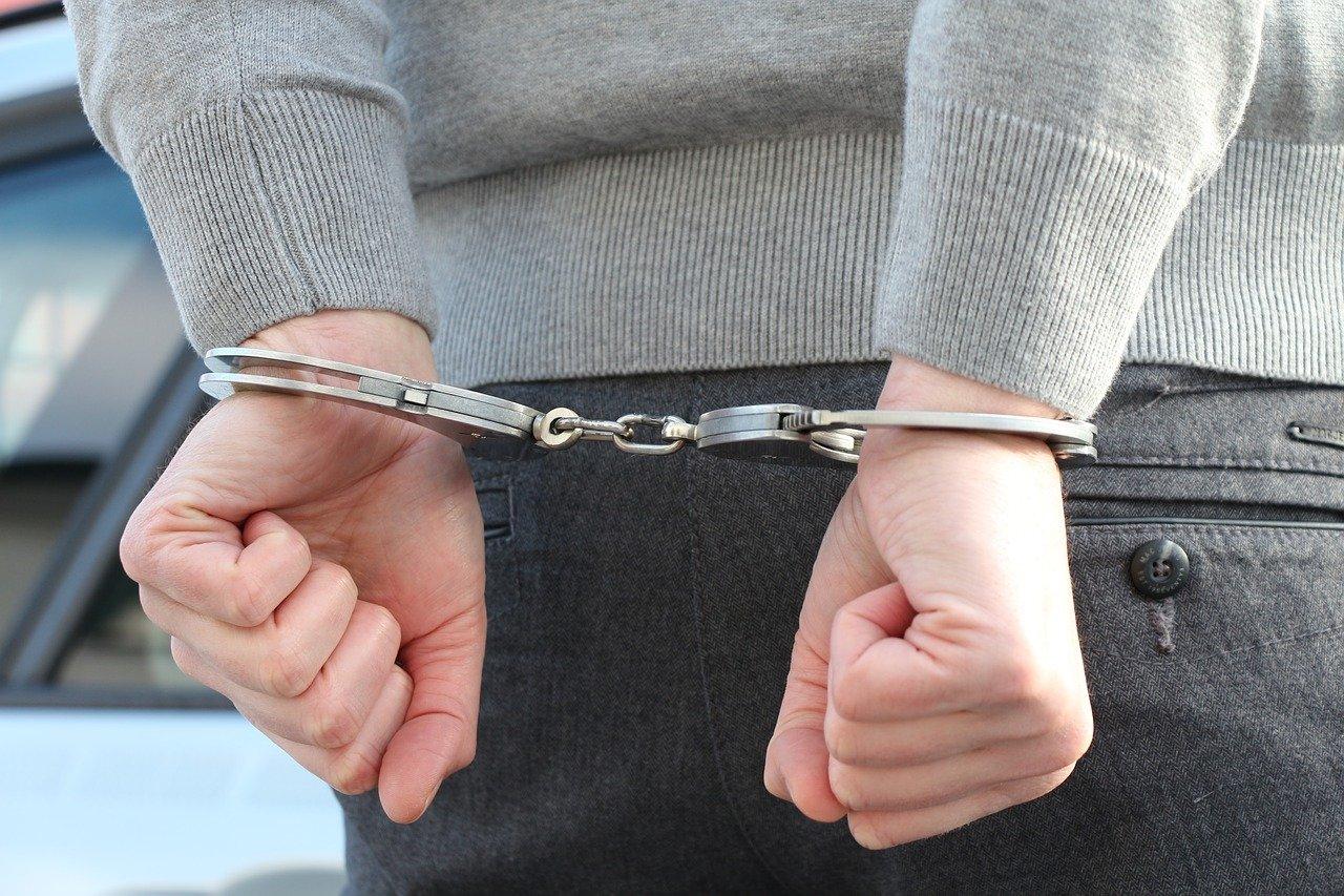 В Краснодаре мужчина выстрелил в полицейского и отрезал себе часть языка при задержании
