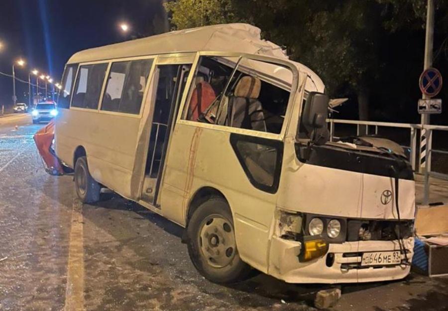 На трассе Керчь-Новороссийск один человек погиб в ДТП с автобусом и КамАзом