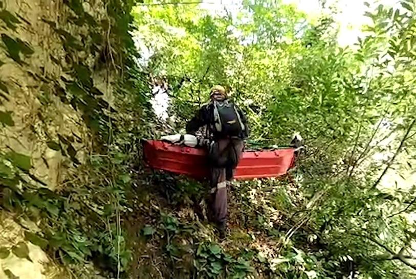 В Сочи турист выжил после падения со скалы