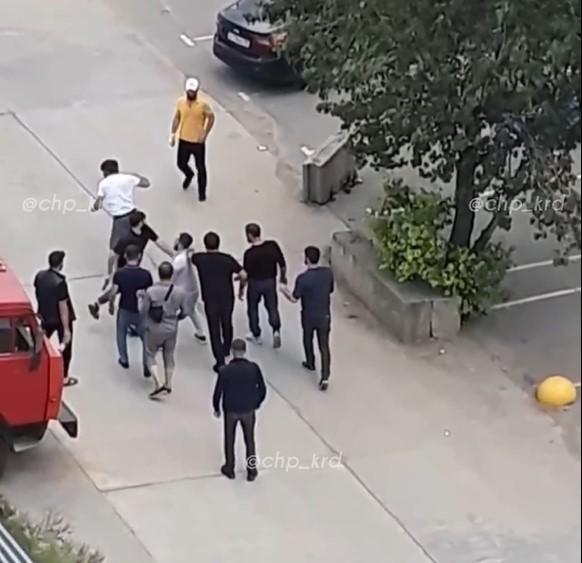 В Краснодаре полиция проводит проверку по сообщению о драке со стрельбой